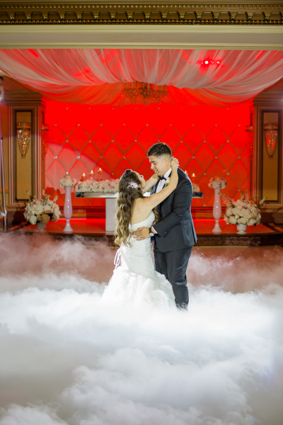 The perfect 1st Dance! Just stunning.